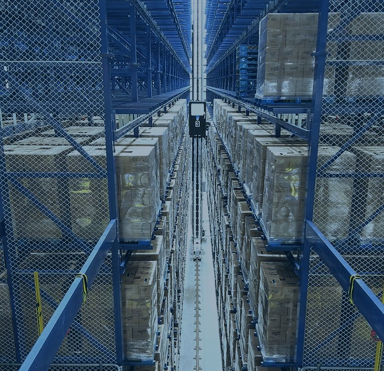 Automated Storage and Retrieval System operating in a distribution center