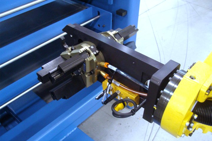 "Typical dual end of arm tool for the Model MT Series Integrated Machine Tender. Note: The included drawer hook on the end of arm tooling enables the opening and closing of the MT Series Drawers. Dual grippers also provide quick ""In-the-Door"" time for machine load/unload."