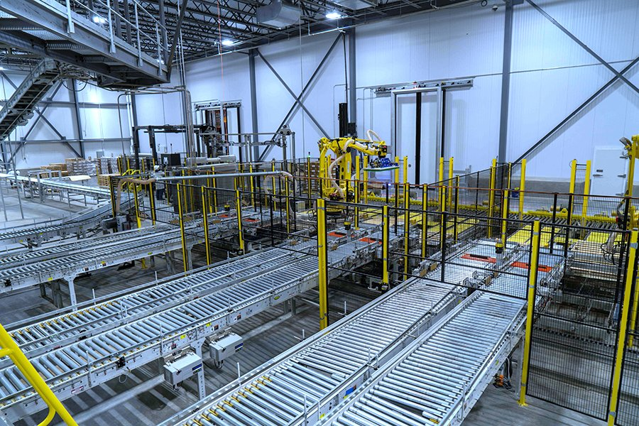 Hytrol conveyor system feeding into robotic palletizing cells