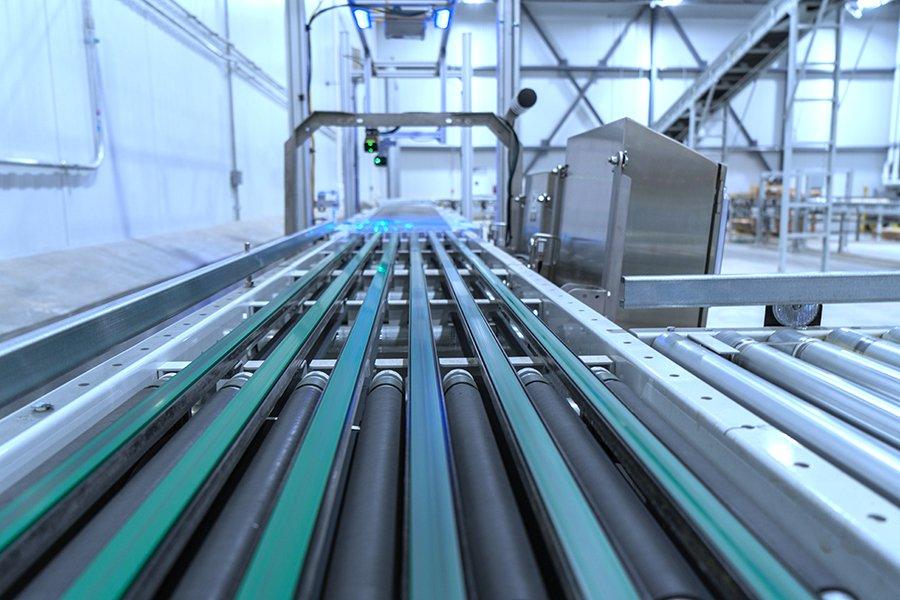 Hytrol right angle sortation conveyor with Keyence scanner