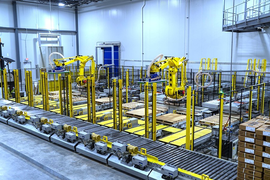 2 Fanuc robotic palletizing cells with multiple empty pallets