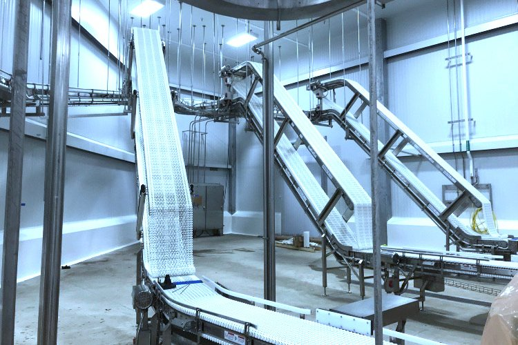 SpanTech vertical topper conveyors for fresh packaged chicken